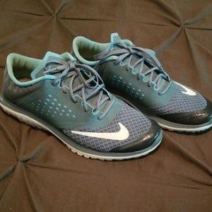 👟Nike Runners Size 9.5!!👟